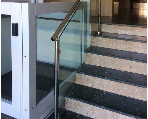 Escalera con plataforma SV instalada